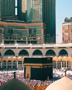Subhan-Allah, Kaaba is captured beautifully from the lens of Camera. Al-Haram Mosque is the largest in the World & Qiblah of Muslims. Mecca Mosque, Mecca Kaaba, Mecca Wallpaper, Islamic Wallpaper, Allah Wallpaper, Islamic Images, Islamic Pictures, Masjid Haram, Travel The World Quotes
