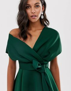 Shop ASOS DESIGN fallen shoulder midi prom dress with tie detail in bottle green. With a variety of delivery, payment and return options available, shopping with ASOS is easy and secure. Shop with ASOS today. Simple Dresses, Sexy Dresses, Dress Outfits, Casual Dresses, Fashion Dresses, Prom Dresses, Summer Dresses, Green Dress Outfit, Wedding Dresses