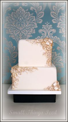 white and gold wedding cake   we ❤ this!  moncheribridals.com  #weddingcake