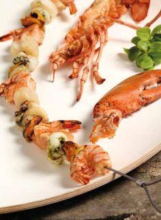 Grilované mořské plody, ryby a krevety.