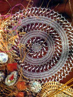 tejidos artesanales en crochet: carpeta de hojitas y arcos en armonia