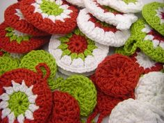 Christmas decorations made with crochet Crochet Christmas Decorations, Holiday Crochet, Christmas Wishes, All Things Christmas, Christmas Ideas, Merry Christmas, Christmas Gifts, Knitting Projects, Crochet Projects
