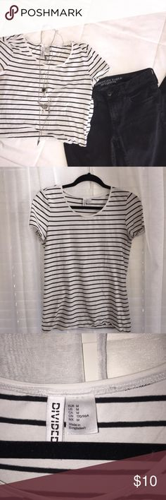 Divided Striped T-Shirt Beautiful and comfortable Striped T-Shirt by Divided (H&M) perfect for lounging around or dressing up! Style it with jeans and skirts! Gently worn! Happy to bundle 💕 Smoke free home 🌿 size Medium!! Divided Tops Tees - Short Sleeve