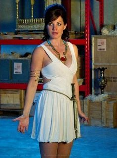 on Smallville ~~~ Erica Durance, Lois Lane Smallville, Superman Story, Cw Tv Series, Chloe Bennett, Kristin Kreuk, Amanda Bynes, Dc Movies, Wonder Woman