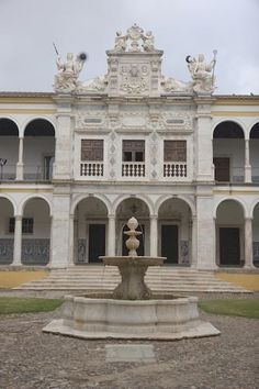Take a Virtual Tour of Evora, Portugal : Courtyard of the University of Evora