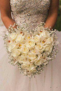 Heart shape wedding bouquet with roses and gypsophila Image Splash Photography Wedding 2015, Farm Wedding, Dream Wedding, Wedding Ideas, Purple Wedding, Trendy Wedding, Wedding Planning, Wedding Hair, Bouquet Images