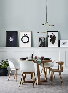Les posters, affiches, photos sont de véritables objets de décoration qui peuvent sublimer nos murs et apporter une touche personnelle à notre décoration en procurant une émotion, en nous rappelant un souvenir heureux, un instant particulier, un moment partagé... Les posters Love Warriors sont très féminins, remplis de douceur, ceux de l'artiste Antonio Mora sont mystérieux et intrigants, et avec Ixxi Design ils deviennent uniques et personnels. <br /> <br /> <br ...