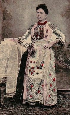 Stunning Romanian traditional costume from Arges European Dress, Old Postcards, Romania, Graffiti, Folk, Costumes, Traditional, Antiques, My Style