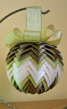 Diy Quilted Christmas Ornaments, Origami Christmas Ornament, Folded Fabric Ornaments, Christmas Ribbon, Christmas Sewing, Christmas Baubles, Diy Christmas Ornaments, Holiday Crafts, Christmas Wreaths
