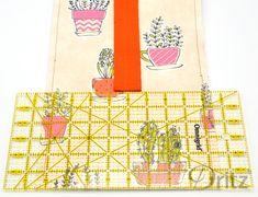 Sewing Tutorial: How to Make a Roll-Top Lunch Bag – MakeSomething Blog Lunch Bag Tutorials, Sewing Tutorials, Sewing Projects, Back To School Bags, Back Pieces, Kids Bags, Brown Bags, Lining Fabric, Plastic Canvas