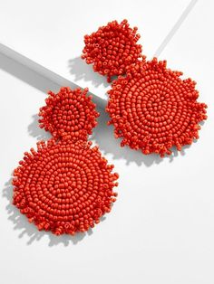 These dramatic drop earrings boast a monochrome palette crafted entirely of itty bitty seed beads. Ideal with everyday and evening ensembles alike, you might just want to collect a pair in every color. Platinum Earrings, Black Earrings, Beaded Earrings, Earrings Handmade, Handmade Jewelry, Hoop Earrings, Small Diamond Rings, Bijoux Diy, Gothic Jewelry