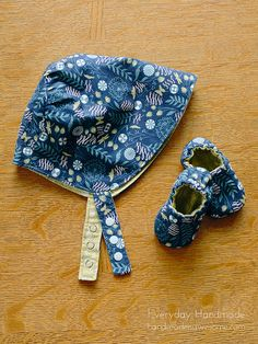 Reversible sun bonnet and baby slippers - sewing pattern reviews