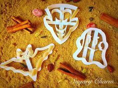 Boo! Our Halloween vampire cookie cutter set is chock full of possibilities. The set includes a flying bat, Dracula vampire and spooky ghost. Perfect for a vampire themed Halloween party, each imprint