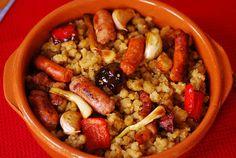Migas de harina. | Cuchillito y Tenedor Spanish Cuisine, Spanish Food, Le Chef, Kung Pao Chicken, Fruit Salad, Oatmeal, Beans, Vegetables, Breakfast