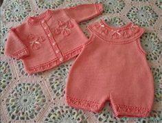 Вязание спицами для малышей  Комплектдля малыша спицами Размеры: 68/74 (80/86) Вам потребуется: 300 (400) г розовой пряжи Super Baby (70% по-лиакрила, 30% шерсти, 107 м/25 г); прямые спицы №…