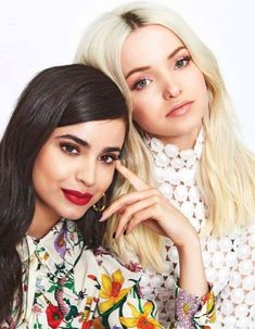 Disney Descendants Movie, Sophia Carson, Dove Cameron Style, Celebrity Casual Outfits, Celebrity Guys, Mal And Evie, Disney Actresses, Brown Eyed Girls, Cameron Boyce