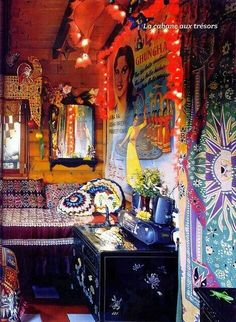 gypsy look Bohemian Bohemian Style Home, Bohemian Interior, Bohemian Living, Bohemian Gypsy, Gypsy Style, Gypsy Bar, Bohemian Clothing, Bohemian House, Bohemian Lifestyle