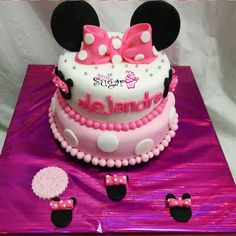 Torta y Cupcakes minniemouse pinksugar#pinksugar #cupcakes  #barranquilla #pasteleria #reposteriacreativa #tortas #fondant #reposteriabarranquilla #happybirthday  #cake #baking  #galletas #cookies  #pinksugar #wedding #buttercream #vainilla #oreo  #cupcakesbarranquilla #brownie #brownies #chocolate #teamo #minnie #mouse #minniemouse
