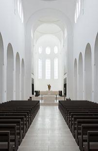 Minimalistischer Kirchenumbau in Augsburg von John Pawson / St. Moritz - Architektur und Architekten - News / Meldungen / Nachrichten - BauN...