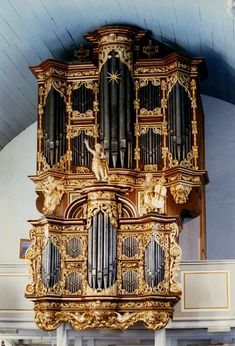 Cappel St. Peter und Paul Orgel Arp Schnitger 1680. A great example of an unaltered Schnitger organ. Entirely original pipes, including façade pipes.