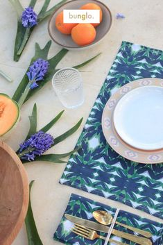 Bunglo table top features bold patterns for any occasion! With the holidays just around the corner, prepare your table for hosting season!! Shop online for organic cotton napkins and placemats! #tabletop #falltabletop #tabledecor Bohemian House, Modern Bohemian, Modern Throw Pillows, Fall Dinner, Cotton Napkins, Hand Painted, Table Decorations, Towel Set, Tabletop