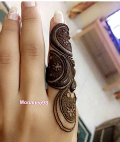 Close up henna doodle by 🇴🇲😍 Finger Mehendi Designs, Khafif Mehndi Design, Modern Mehndi Designs, Mehndi Designs For Fingers, Mehndi Design Photos, Bridal Henna Designs, Mehndi Images, Henna Tattoo Designs, Mehandi Designs