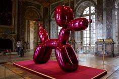 Jeff Koons, Balloon Dog (Magenta) (1994-2000) at Versailles.