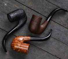 Don't miss the newest shape from BriarWorks: a classic jaw-hanger of an Oom Paul with two inches of chamber and a deep, full bend. Available in all your favorite finishes. Tobacco Smoking, Tobacco Pipes, Smoking Pipes, Cool Pipes, Pipes And Cigars, Pipe Dream, Wooden Sculptures, Smoke, Real Man