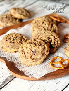 Salty Pretzel Chocolate Chip Cookies {cookiesandcups.com