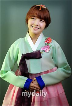 Girl's Day Minah in Korean Traditional Clothing 'Hanbok'