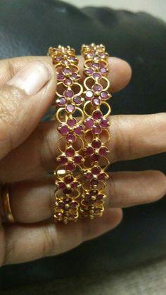 Indian Jewelry Sets, Indian Wedding Jewelry, Ruby Bangles, Bangle Bracelets, Gold Bangles Design, Jewelry Design, Gold Jhumka Earrings, Jade Jewelry, Simple Jewelry