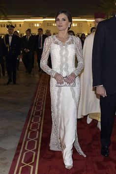 KIng Felipe and Queen Letizia of Spain attended a Gala Dinner at Rabat Palace in Morocco hosted by Moroccan King Mohamed Vi during their official visit Royal Dresses, Mob Dresses, Wedding Dresses, Lace Wedding, Elegant Dresses, Beautiful Dresses, Couture Dresses, Fashion Dresses, Vestidos Carolina Herrera