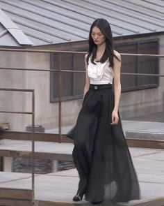 Spring Summer 2020 Ready-to-Wear Collection. Runway Show by Chanel. Black Silk, Black Satin, Maxi Skirt Outfits, Spring Outfits Women, Silk Organza, Haute Couture Fashion, Silk Skirt, Embroidered Silk, Runway Fashion