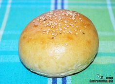 In spanishReceta de pan de hamburguesa. In spanish Mexican Food Recipes, Cookie Recipes, Salty Foods, Our Daily Bread, Pan Bread, Bread And Pastries, Croissants, Food Tasting, Sin Gluten