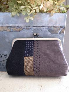 Embroidered purse, magari non con il metallo ma una semplice zip Coin Purse Tutorial, Sashiko Embroidery, Frame Purse, Yarn Thread, Diy Purse, Craft Bags, Running Stitch, Diy Sewing Projects, Cotton Bag