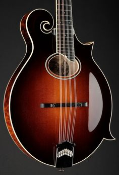 Collings Mandolin Oval MF5-O Sunburst Quilted Maple