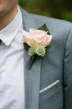 light pink boutonniere for the groom!