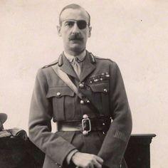 """Adrian Carton de Wiart era un general británico de la Primera y la Segunda Guerra Mundial que, en cumplimiento del deber, perdió un ojo, un pulmón, parte de una oreja y una mano (se amputó los dedos con los dientes). Además, recibió varios disparos por todo el cuerpo, sobrevivió a un accidente de avión y se escapó de un campo de prisioneros cavando su propio túnel. En sus memorias, dijo: """"francamente, me encantó la guerra"""". #general #adriancartondewiart #superviviente #guerra #britanico…"""
