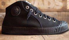 Od jutra w naszym sklepie znajdziecie buty czeskiej marki Komrad Invasion. My już je nosimy i gorąco polecamy! :)