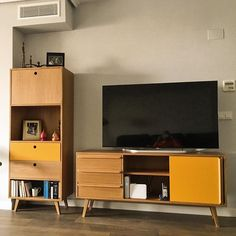 Muebles nórdicos a medida Credenza, Flat Screen, Storage, Diy, Furniture, Home Decor, Sideboard, Nordic Furniture, House Decorations