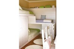 A Small Space Triple Bunk Bed Solution Casa Diez Small Space Bedroom, Small Spaces, Small Rooms, Kid Spaces, Small Apartments, Space Kids, Small Bathrooms, Home Bedroom, Kids Bedroom