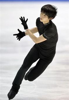 Yuzuru on ice Body Reference Poses, Pose Reference Photo, Human Reference, Poses Silhouette, Action Posen, Gesture Drawing Poses, People Poses, Anatomy Poses, Figure Poses