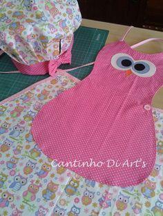 Avental infantil em tecido 100% algodão e aplicação em patchwork. 01 chapéu chef de cozinha infantil. As cores podem variar conforme a disponibilidade dos tecidos.