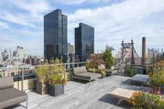 Colorful Sutton Place penthouse with huge solarium chops asking price Terrace Floor, Rooftop Terrace, New York Street, New York City, New York Penthouse, Sutton Place, Pent House, Luxury Real Estate, Luxury Homes