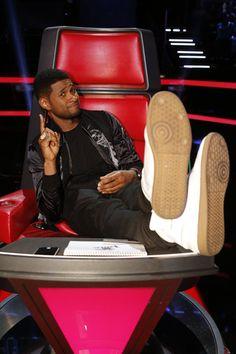 The Voice - Season 6 Usher Usher Songs, Usher Raymond, Nbc Tv, Gorgeous Black Men, Man Smoking, New Girlfriend, Season 8, Celebs, Celebrities