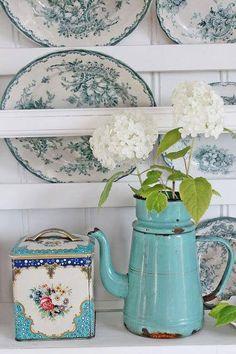 Old tins and graniteware