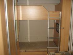 ooo I love the tv on bottom bunk