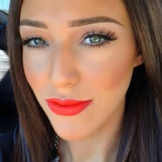 Makeup! Those lashes!