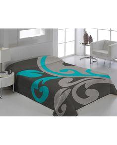 Manta de terciopelo con bonito estampado. Calidez y comodidad en la cama con esta elegante manta que puede usarse sin colcha. Viste tu hogar con Revitex.