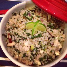 Quinoa com espinafre, alho poró, castanha do Brasil e queijo branco!! Receita no blog!